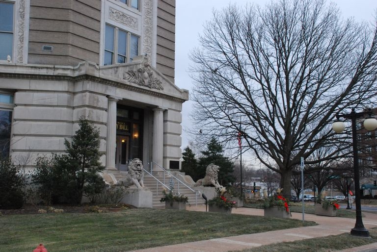 WInter City Hall
